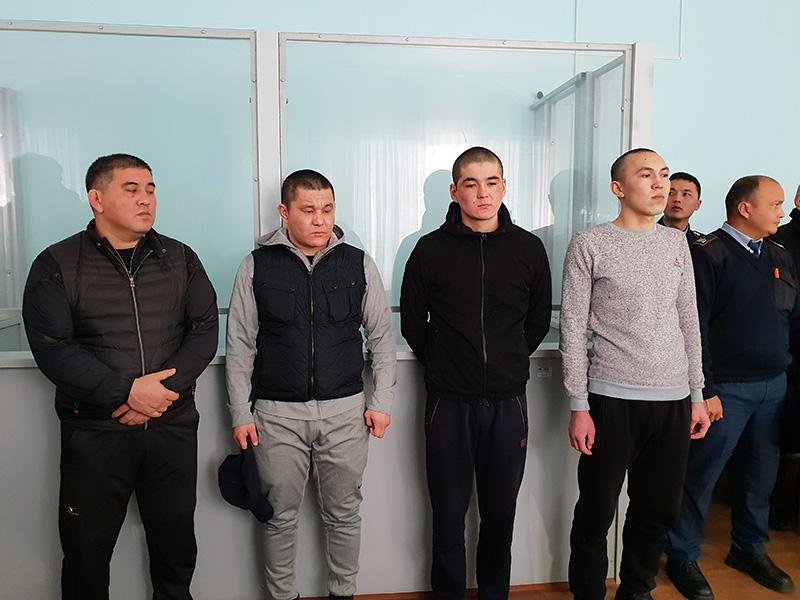 Из зала суда отпущены осужденные за нападение на заместителя акима Толебийского района