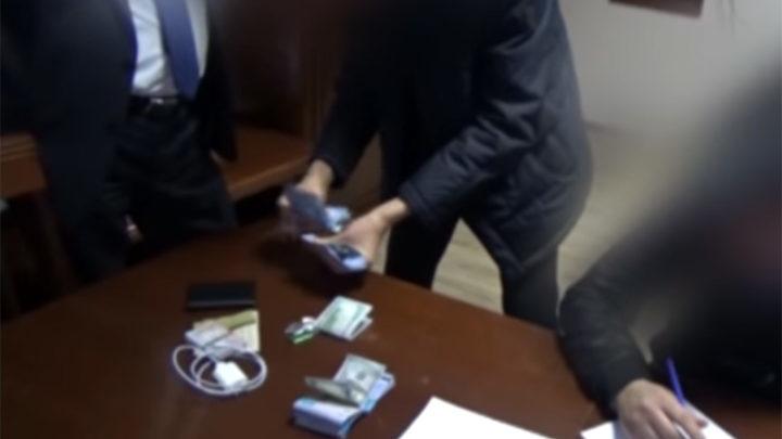 Руководитель управления ГАСК Туркестанской области подозревается во взяточничестве