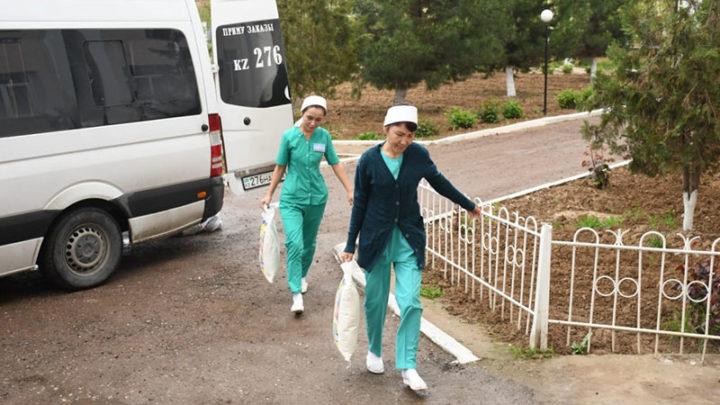 Врачи Туркестанской области помогают своим многодетным коллегам