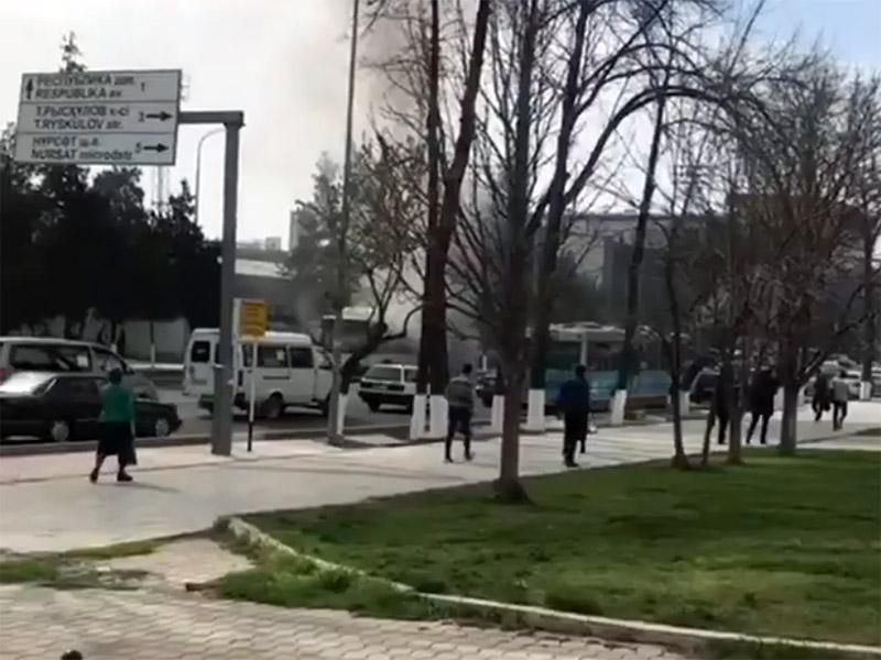 В Шымкенте загорелся автобус