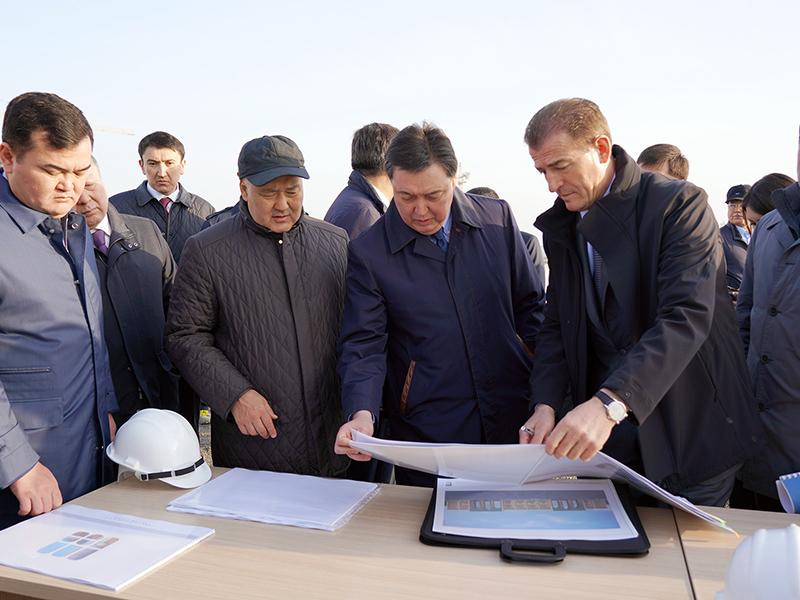 Премьер-министру РК показали стройку в Туркестане