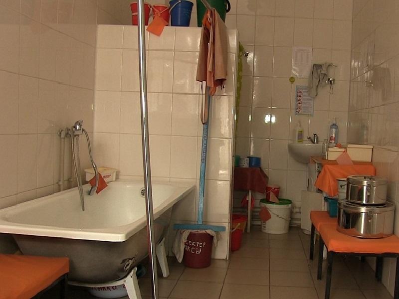 Врачи выяснили, водой какой температуры медсестра ошпарила малыша инфекционной больнице Шымкента