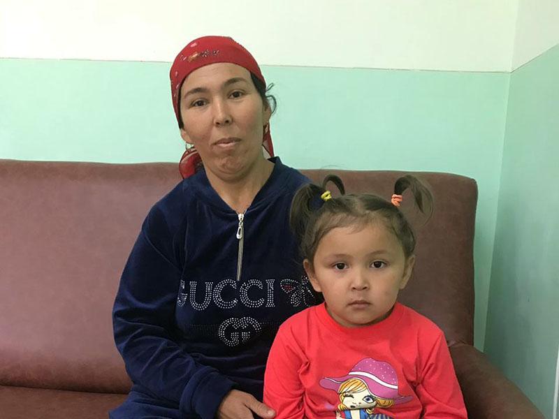 Четырехлетняя девочка едва не утонула в арыке возле дома в Туркестанской области