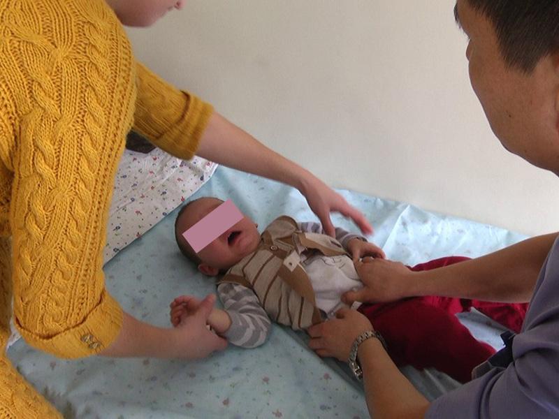 В Шымкенте 3-летняя девочка едва не умерла, выпив бензин