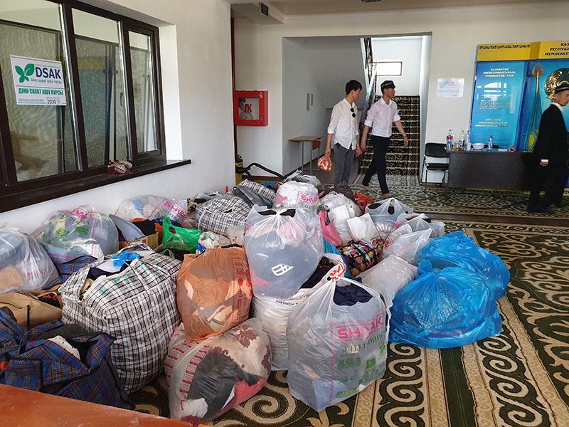 В голодные обмороки падали пострадавшие из Арыси, эвакуированные в мечеть Шымкента