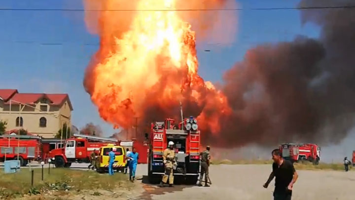 Газовое хранилище горит в Шымкенте