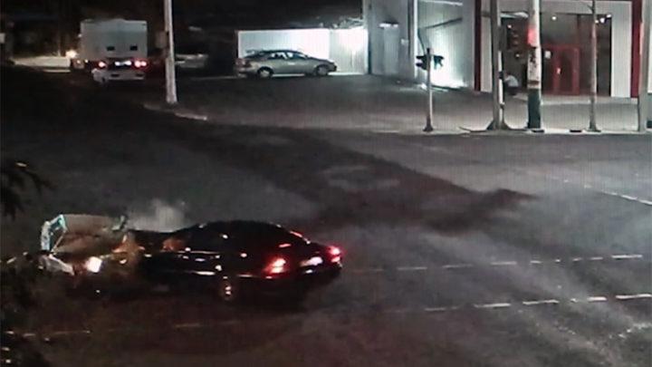 Две машины столкнулись лоб в лоб на крупном перекрестке Шымкента