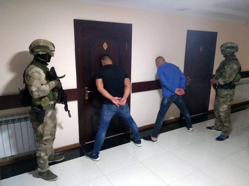 Двое братьев из Шымкента угнали дорогой внедорожник у гражданина России