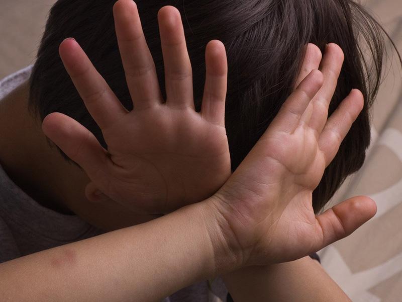 Жители Шымкента требуют изолировать мужчину, подозреваемого в развращении ребенка