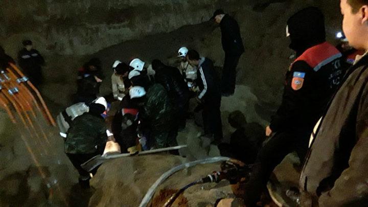 На месте гибели 2 рабочих в Шымкенте стройка остановлена