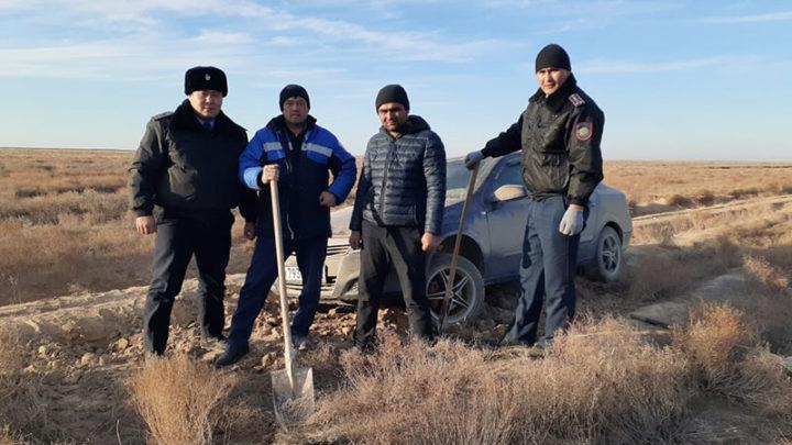 12 часов иностранцы блуждали по степи в Созакском районе