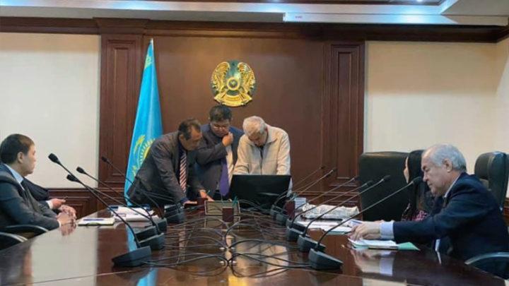 Прием граждан провел первый вице-министр энергетики РК Махамбет Досмухамбетов