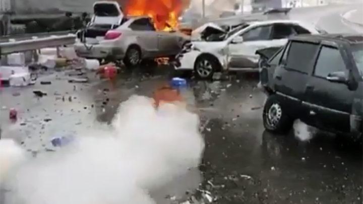 Загорелась машина из-за аварии на трассе Шымкент-Сарыагаш