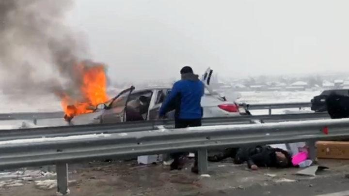 7 человек в реанимации после аварии на трассе Шымкент-Сарыагаш