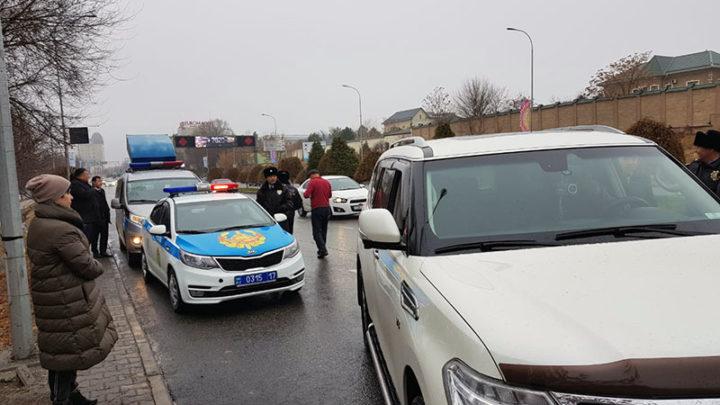40 автомобилей должников транспортного налога отправились на штрафстоянку в Шымкенте