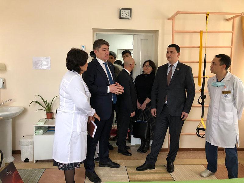 Пациентам в лечении не отказывать велел вице-министр здравоохранения РК