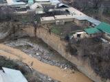 В Шымкенте дома и хозпостройки вдоль реки Сайрам могут обрушиться