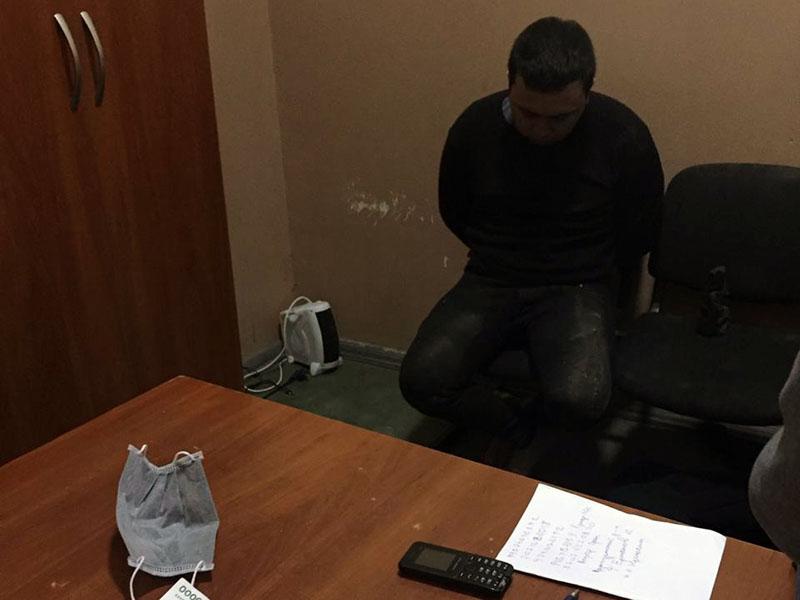 Марихуану в обуви пытался перевезти гражданин Узбекистана через границу