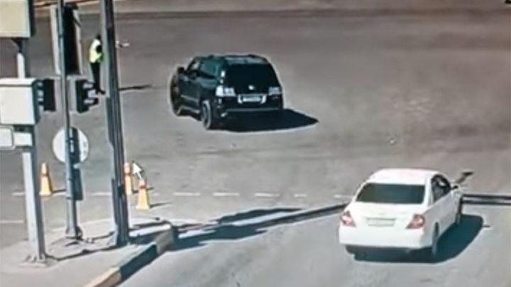 За наезд на полицейского в Шымкенте водителю внедорожника грозит от 7 до 12 лет