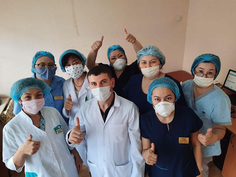 Врачи, работающие во время карантина в больницах Шымкента, поделились своими фотографиями