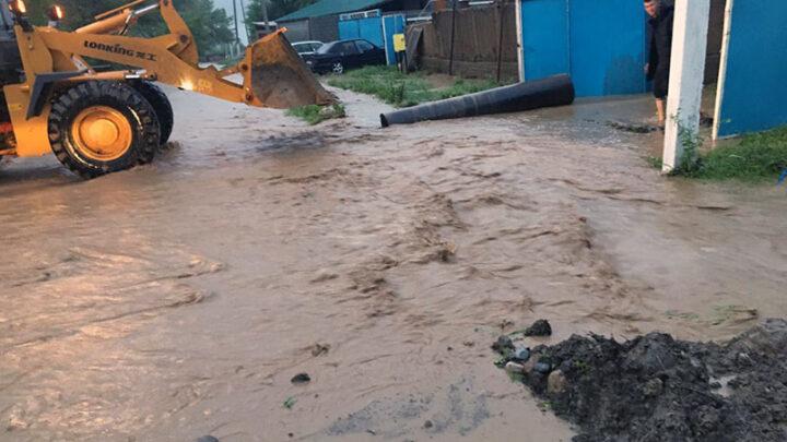 20 дворов затоплено в Ленгере из-за ливня