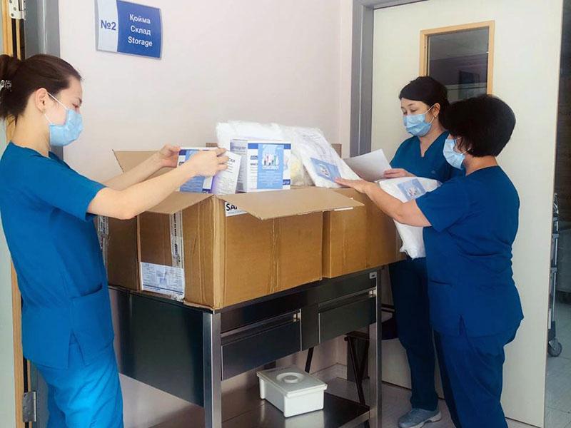 Врачи 13-ти медучреждений Шымкента получили средства защиты от компании «Santo»