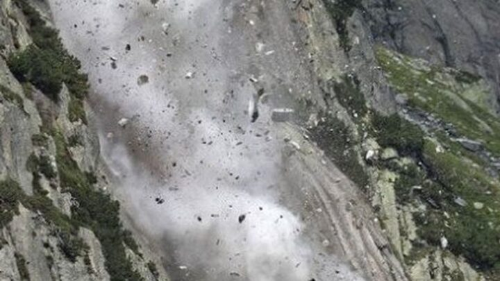 В расщелину глубиной 30 метров упала погибшая туристка в Туркестанской области