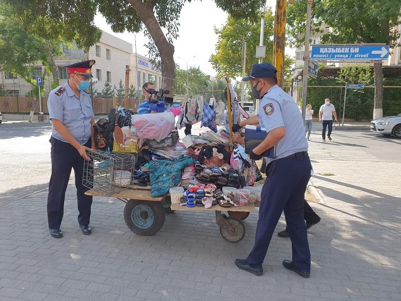 «Легенды» придумывают стихийные торговцы Шымкента, чтобы избежать наказания