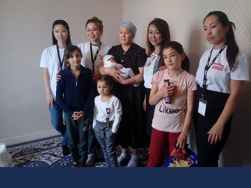 Каждый месяц многодетная семья получает помощь
