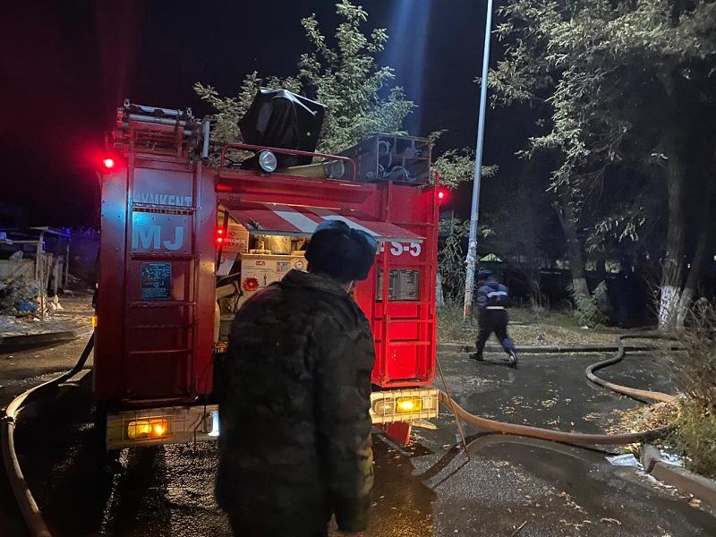 9 человек эвакуировали из-за пожара в многоэтажке Шымкента