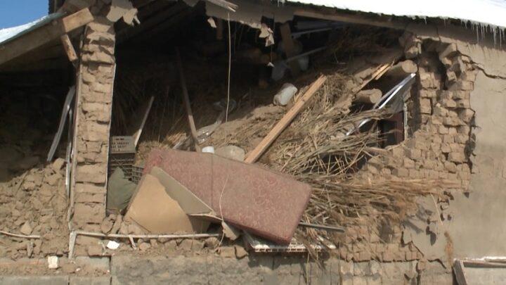 Трое человек пострадали при обрушении стены дома в Шымкенте