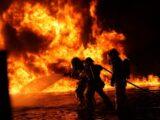Склад крупнейшего рынка автозапчастей горел в Шымкенте.