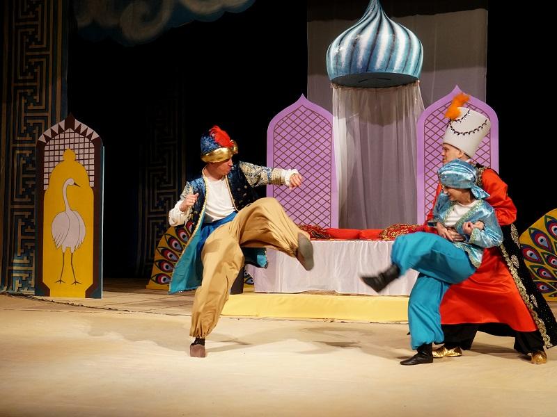 Русский драматический театр Шымкента приглашает на премьеру сказки «СОУР»