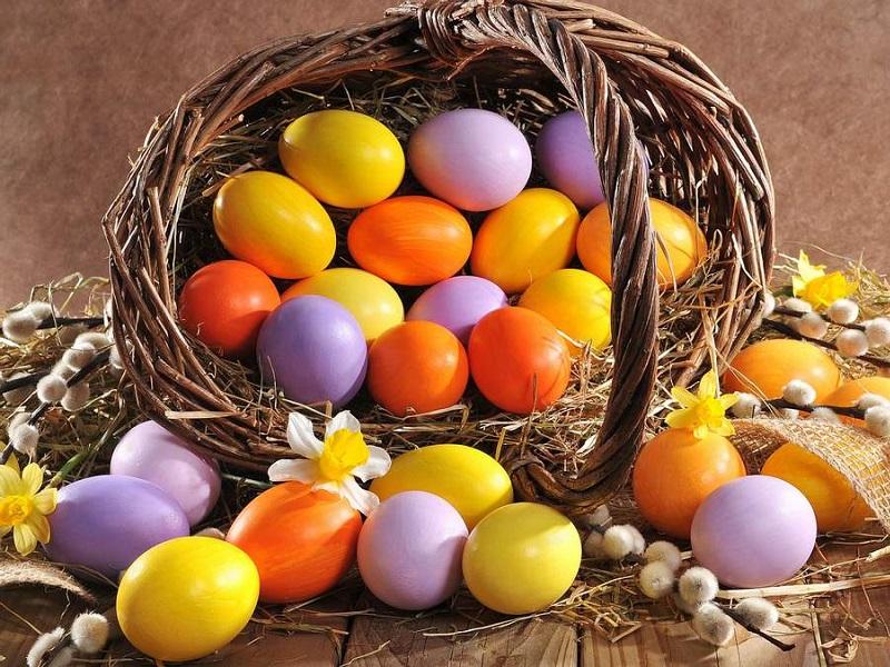 Топ -10 способов покраски пасхальных яиц без химии
