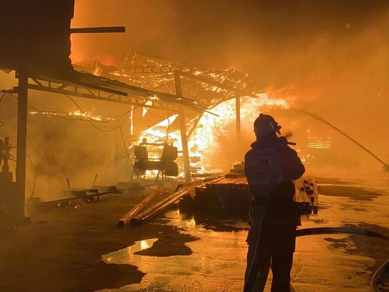 Бутики со строительными материалами сгорели в Шымкенте