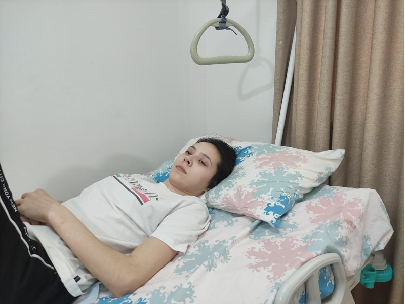 Молодая женщина во время генеральной уборки упала с 5 этажа в Шымкенте