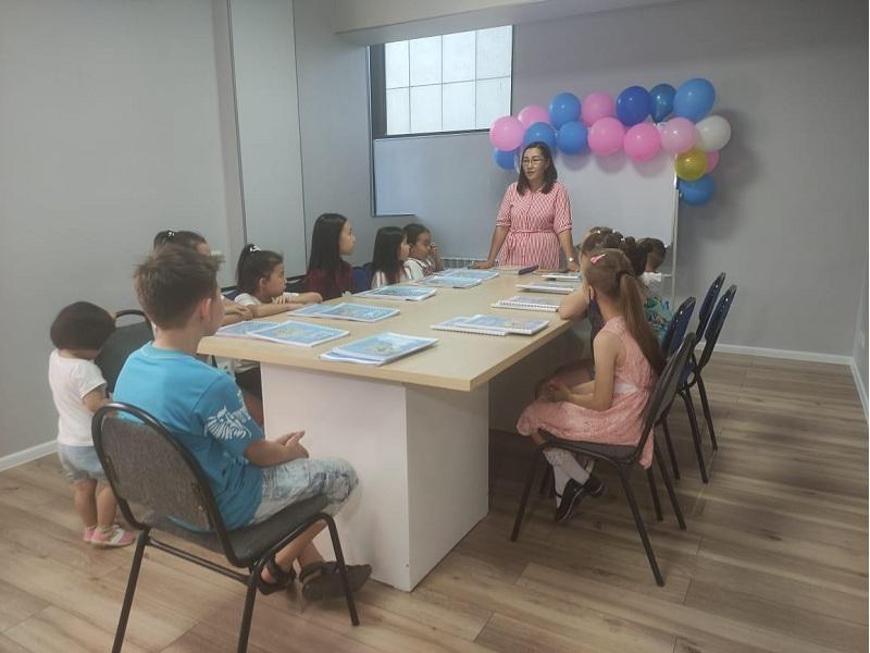 Английскому языку детей научат бесплатно волонтеры Шымкента