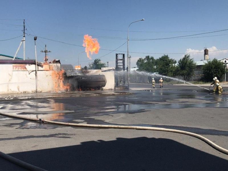 Мужчина пострадал при пожаре на АЗС в Шымкенте