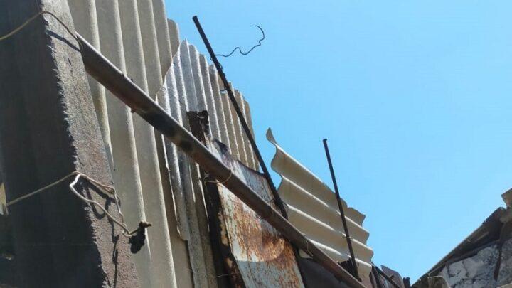 Многодетная семья боится оказаться погребенной под бетонной стеной в Шымкенте