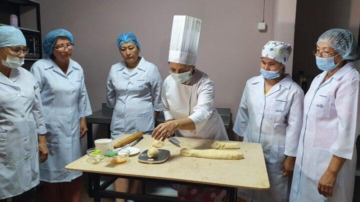 Домохозяек превращают в профессионалов отельного бизнеса и общепита в Шымкенте