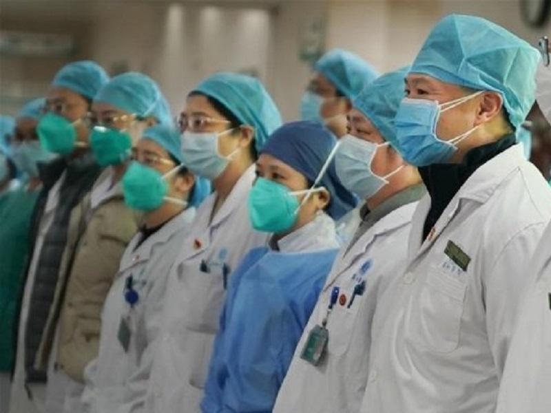 Доплата врачам, работающим с ковидными пациентами, сокращается вдвое
