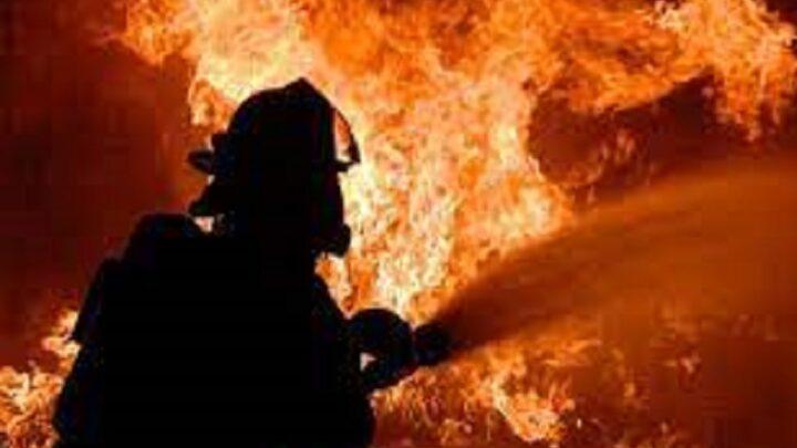 7 пожарных машин тушили возгорание в магазине на проспекте Республики
