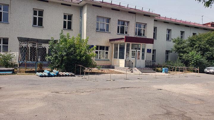 Открытым по соседству ковидным центром возмущены жители Шымкента