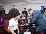 Семье пожарного, погибшего из-за взрывов в Жамбылской области, вручили орден «Айбын» III степени