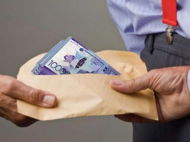 Налоговик Шымкента за разыгранный спектакль со взяткой приговорен к миллионному штрафу