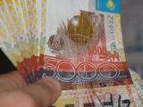 Тенге уступил позиции доллару